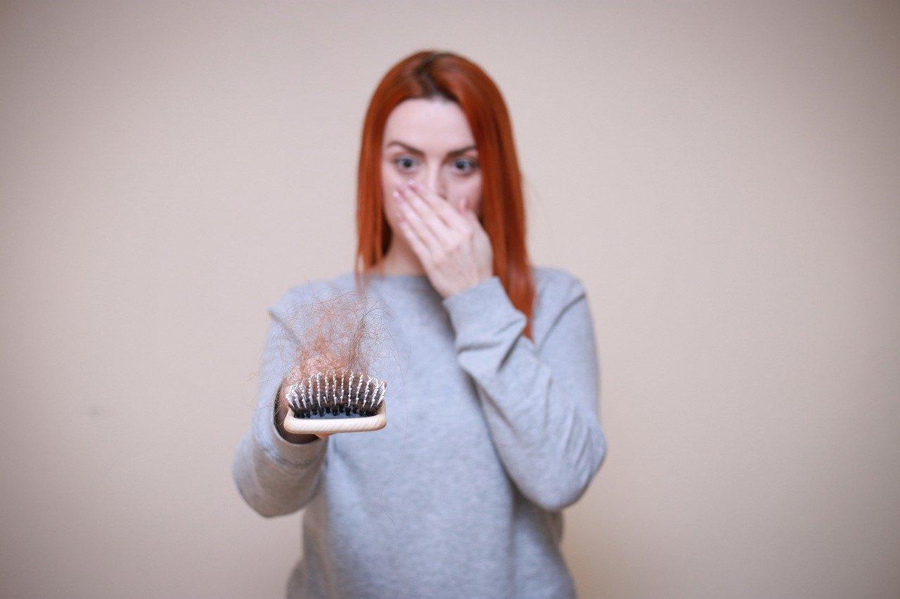 Witamina B5 zapobiega siwieniu włosów