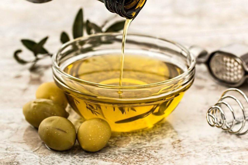 olej z oliwek na włosy
